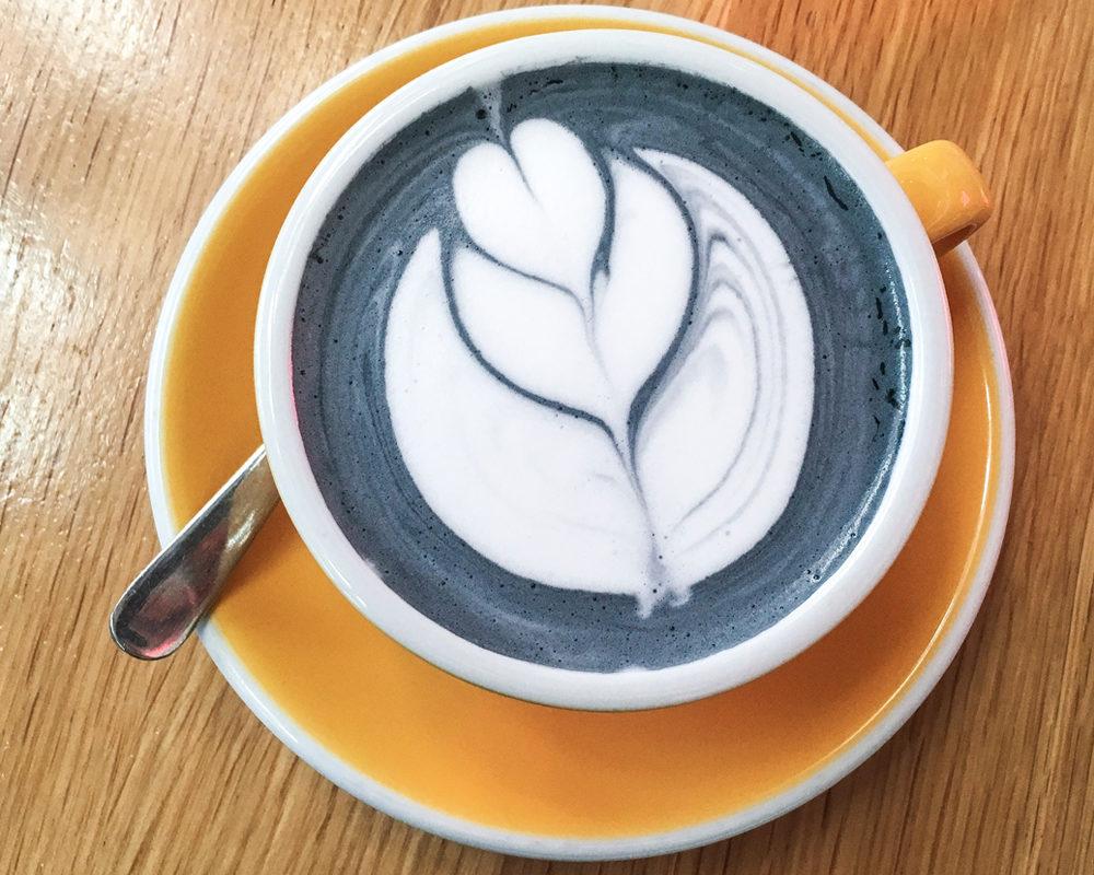 adresses-republique-republique-of-coffee-vanilla-charcoal-latte