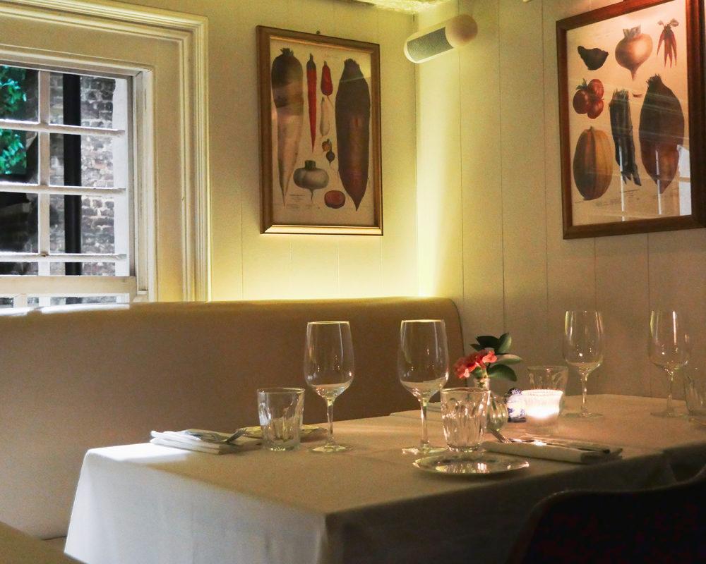 bonnes-adresses-food-londres-nac-mayfair-table-deco